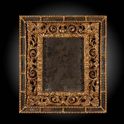 An important pair of carved and gilded mirrors, original mercury mirrors, Italy, 17th century (76 cm high, 67 cm wide, 7 cm deep)