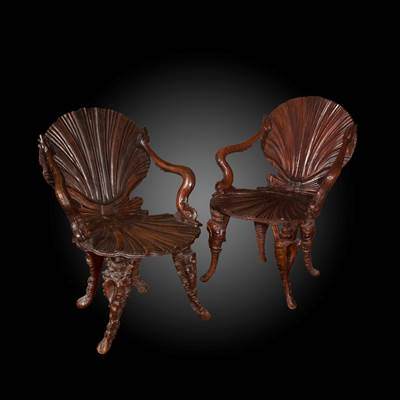 2 wood grotto armchairs, Venice, late 19th century (86 cm high, 65 cm wide, 67 cm deep)