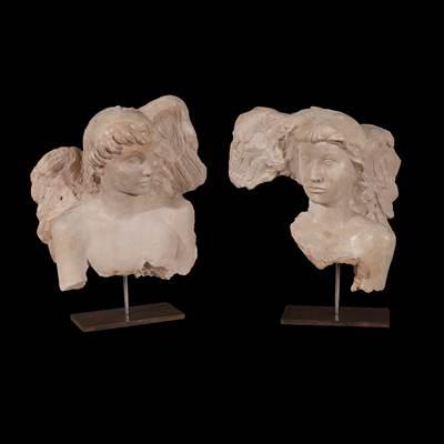 Coppia di busti di angeli in gesso patinato, Scuola Italiana, circa 1940 (altezza 40 cm, larghezza 35 cm, profondità 15 cm)
