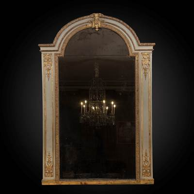 An important gilded and lacquered wood mirror, Francia, Régence period, circa 1730 (190 cm high, 130 cm wide)