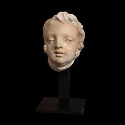 Testa di putto in marmo bianco, Italia, 17° secolo (altezza 27 cm, larghezza 20 cm, profondità 20 cm) su un supporto in metallo (altezza totale 41 cm)