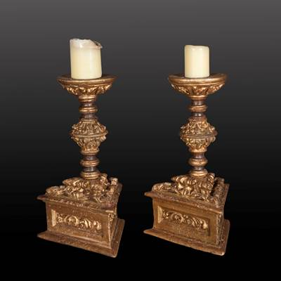 A pair of gilded and carved wood candlesticks, Italy, late 16th century (44 cm high, basement : 26 cm x 26 cm)
