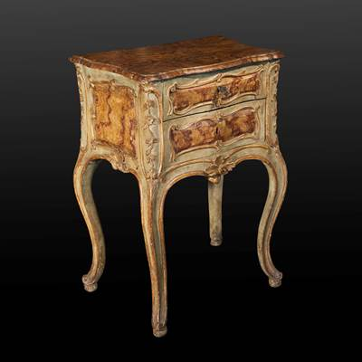 A small lacquered and gilded commode, 2 drawers, Rome, Italy, circa 1740 (79 cm high, 60 cm wide, 40 cm deep)