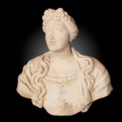 Raro busto muliebre al corsetto in marmo bianco di Carrara, Napoli, inizi 17° secolo (altezza 60 cm, larghezza 55 cm, profondità 22 cm)
