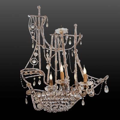 Lustre caravelle à pampilles et perles, 4 bras de lumière, Italie, 1ère moitié XXème (hauteur 80 cm, longueur 65 cm, largeur 33 cm)