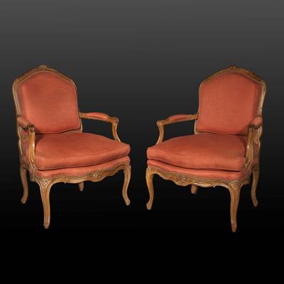 A pair of carved wood armchairs, France, middle of 18th century (100 cm high, 70 cm wide, 70 cm deep)