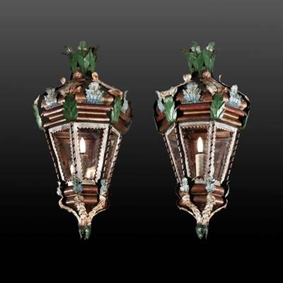 Coppia di piccole lanterne dipinte a motivo di foglie, Venezia, fine del 19° secolo (altezza 50 cm, diametro 25 cm)