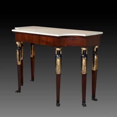 An exceptional mahogany veneering