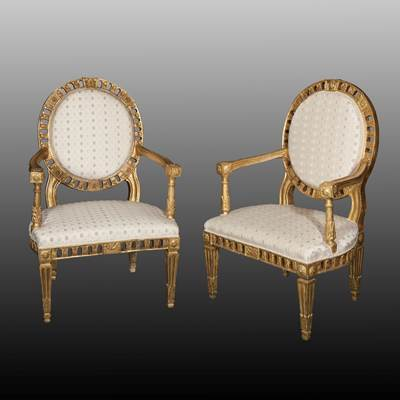 An exceptional pair of gilded armchairs, Rome, Italy, late 18th century (100 cm high, 65 cm wide, 55 cm deep)