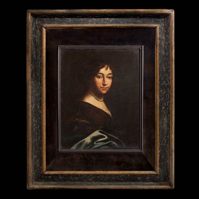 An oil on canvas, portrait of a young aristocrat, Italian school, 17th century in an Italian frame, 17th century (with the frame : 106 cm x 85 cm, without the frame : 60 cm x 46 cm)