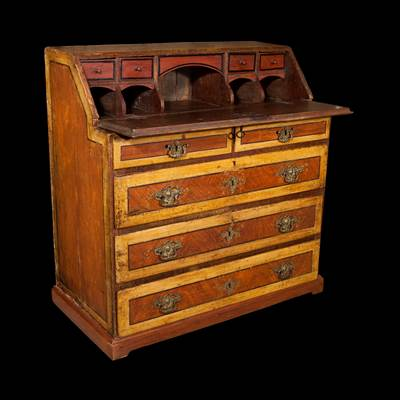 A lacquered desk, 4 important drawers, 2 little drawers, Marches, Italy, 18th century (110 cm high, 107 cm wide, opened : 67 cm deep, closed 55 cm)